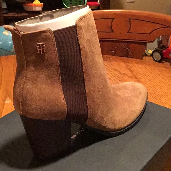 Tommy Hilfiger Shoes - Regise Dark brown suede boots Tommy Hilfiger